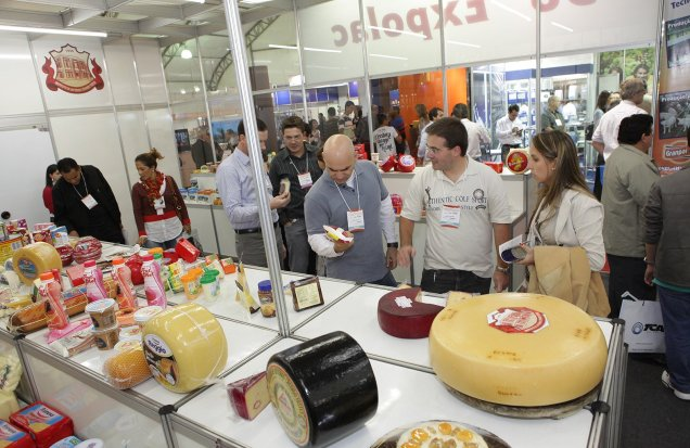 Exposição de produtos lácteos é uma das atrações da Semana do Laticinista