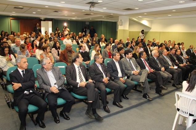 Autoridades, parceiros e colaboradores celebram os 42 anos da EPAMIG