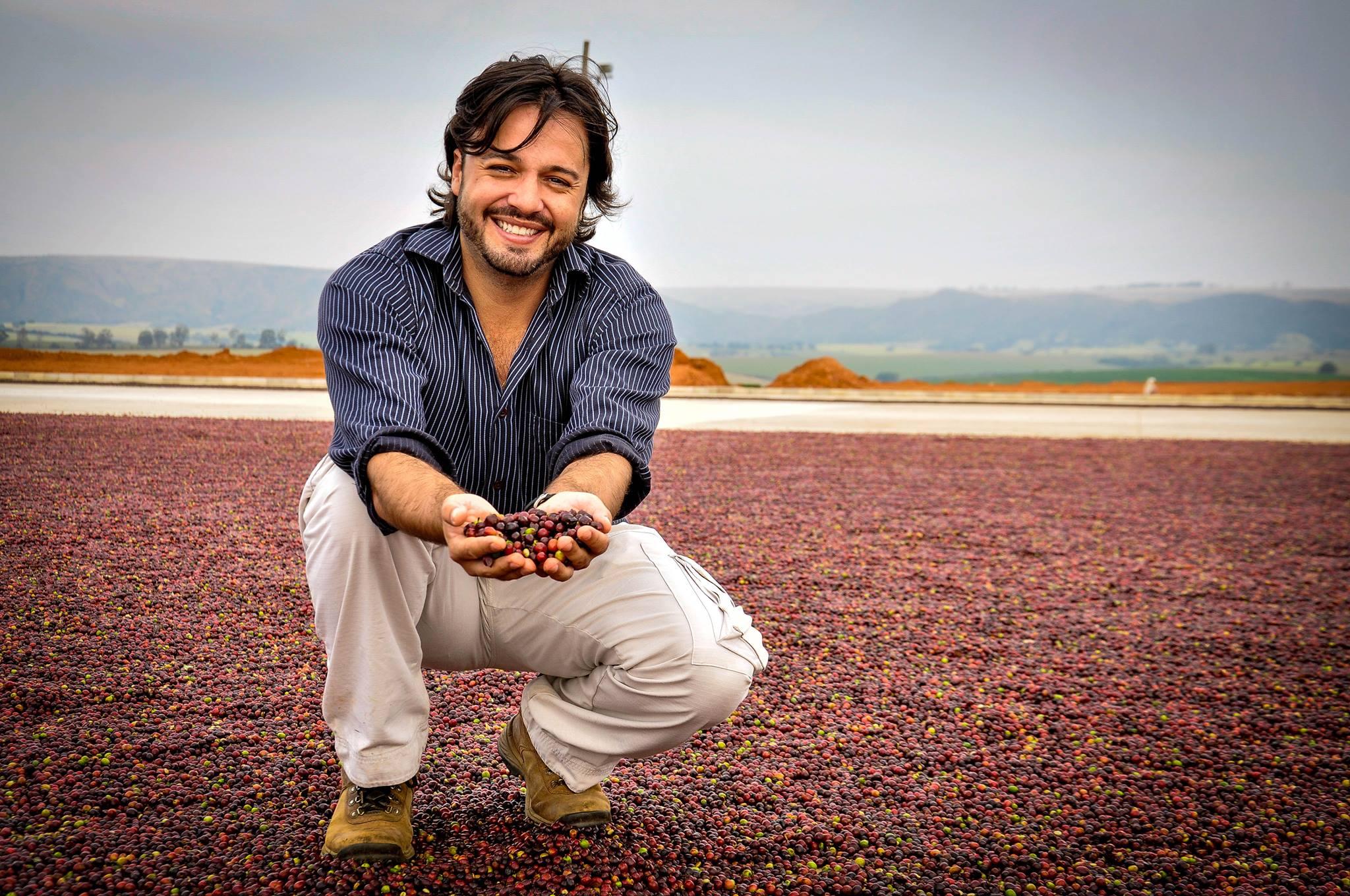 Cafeicultor Tiago Alves obteve pontuação de 91,08 com a cultivar Topázio na categoria Natural. (Foto: Divulgação Fazenda Barinas)